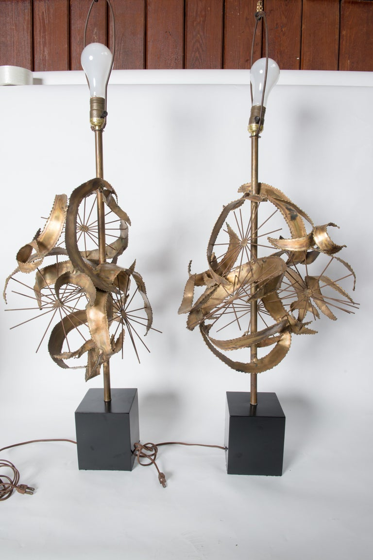 The Setarrah lamp by Bijan of California for Laurel Lamp Company first appeared in their catalogue in 1968. Designed with torch cut ribbons of brass and brass starbursts. Large scale statement lamps. Measures: Base 5