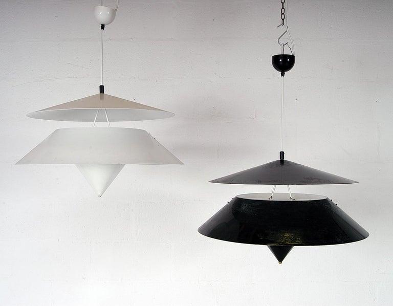 20th Century Pair of Black White Italian 'Kalaari' Ceiling Pendants Vico Magistretti Oluce For Sale