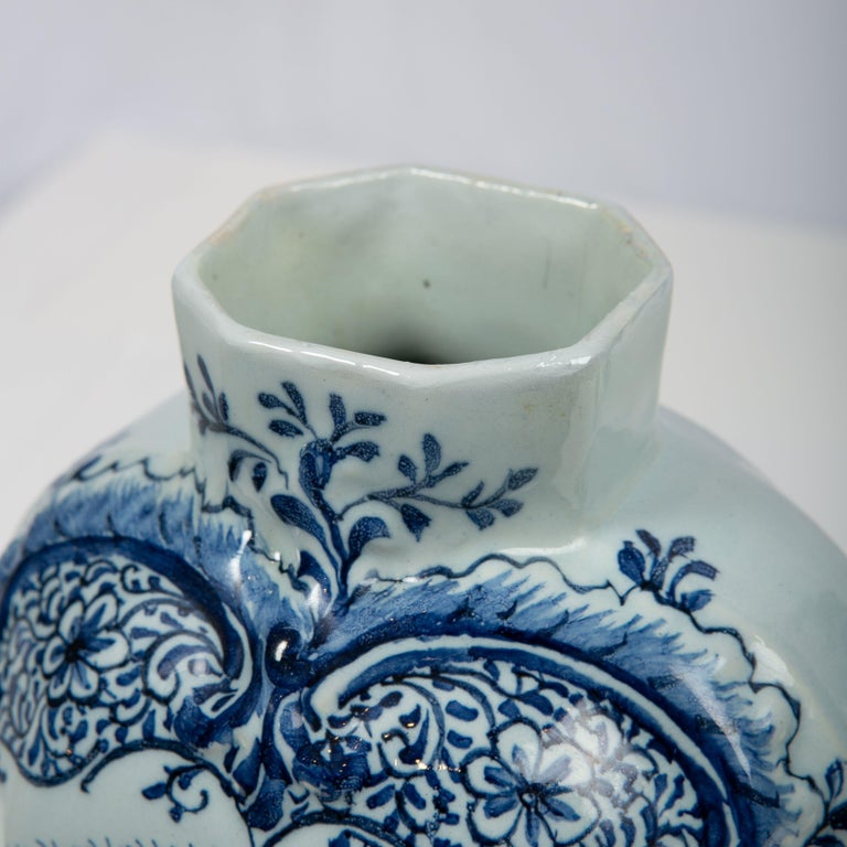 Pair of Blue and White Dutch Delft Mantle Jars Made, Netherlands, circa 1820 For Sale 1