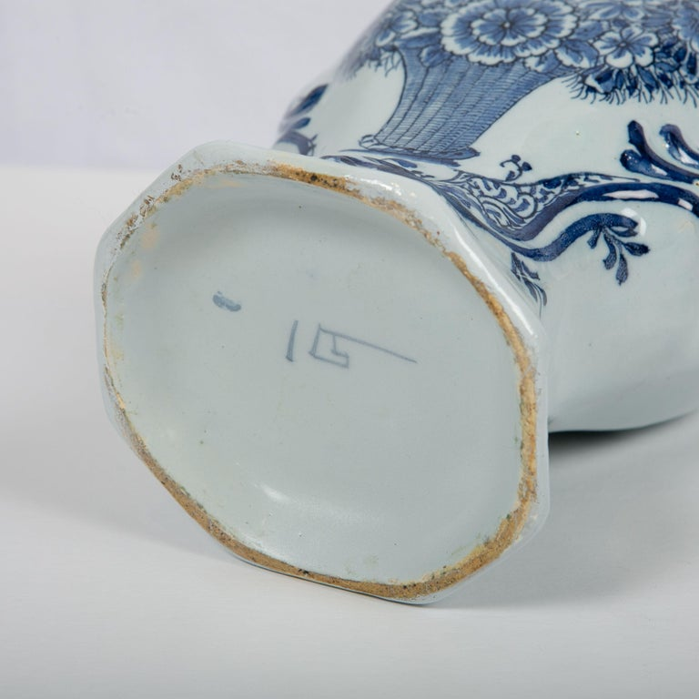 Pair of Blue and White Dutch Delft Mantle Jars Made, Netherlands, circa 1820 For Sale 2