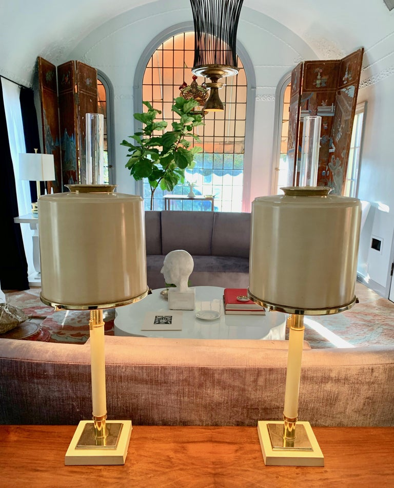 Mid-Century Modern Pair of Laurel Lamps in Cream Metal with Brass Detailing For Sale