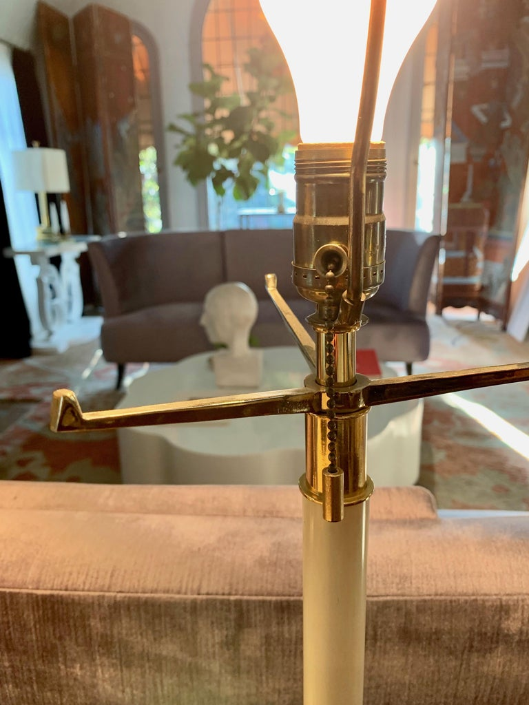 Pair of Laurel Lamps in Cream Metal with Brass Detailing For Sale 1