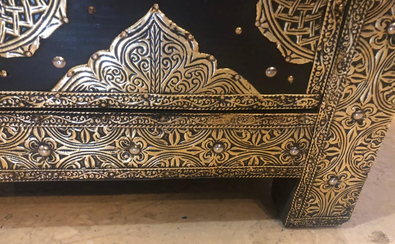 Brass & Ebony Hollywood Regency Style Moroccan Commodes Chests Nightstands, Pair For Sale 9