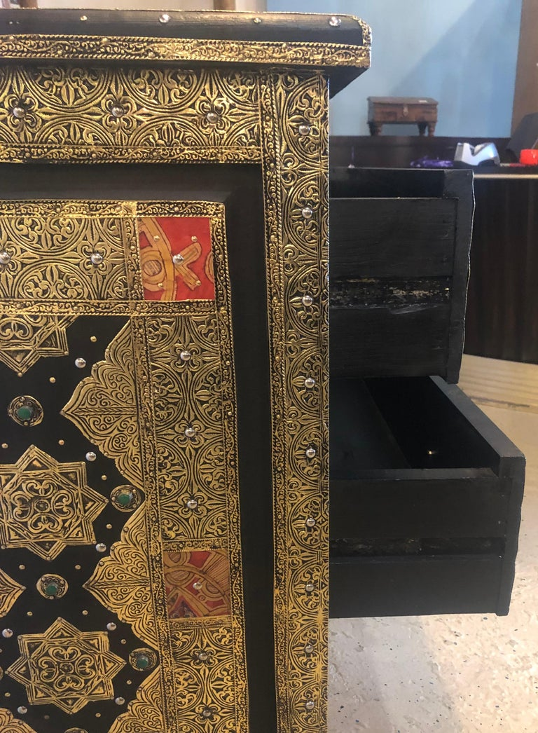 Brass & Ebony Hollywood Regency Style Moroccan Commodes Chests Nightstands, Pair For Sale 11