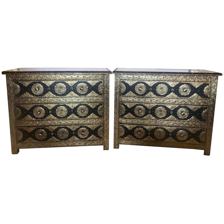 Brass & Ebony Hollywood Regency Style Moroccan Commodes Chests Nightstands, Pair For Sale