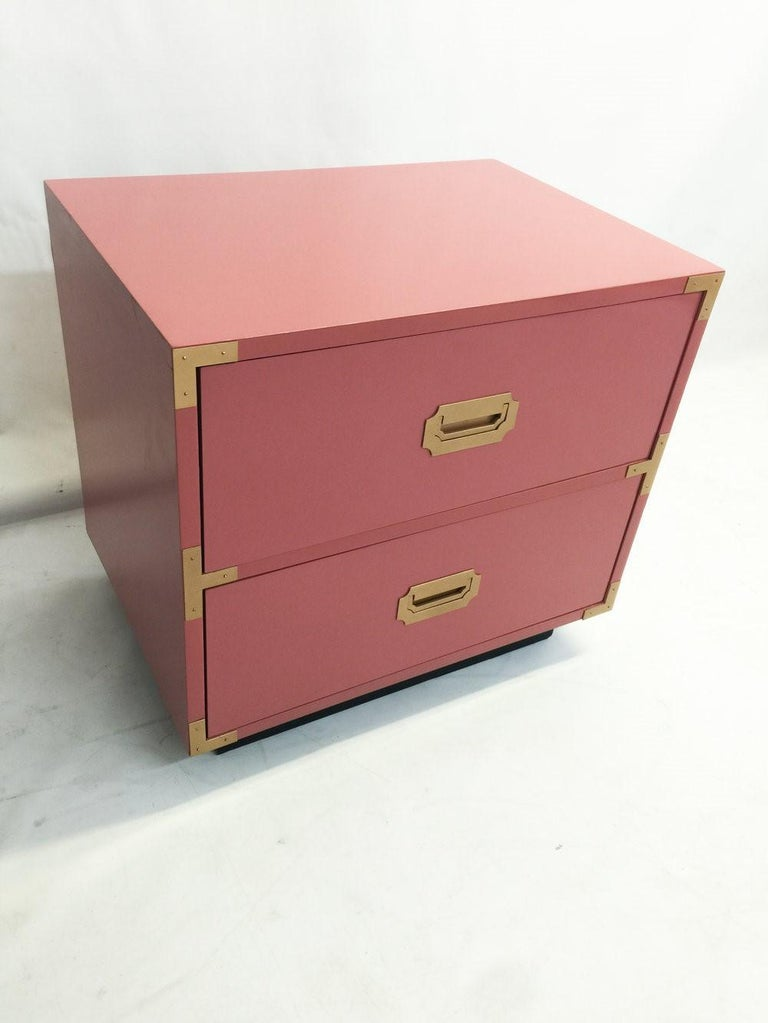 Pair of Campaign Style Nightstands/Bedside Tables Lacquered in Pink In Good Condition For Sale In Dallas, TX