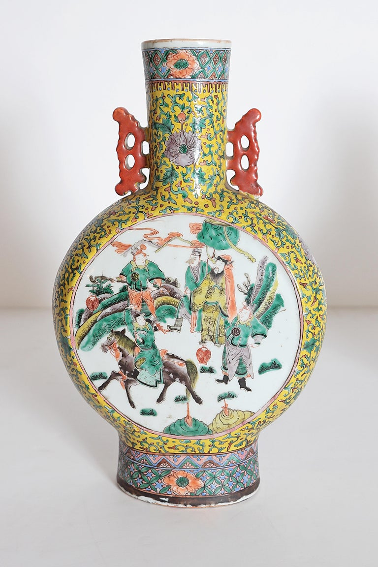 Pair of Chinese Porcelain Moon Flask Vases For Sale 4