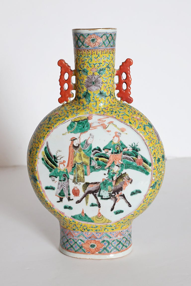 Pair of Chinese Porcelain Moon Flask Vases For Sale 8