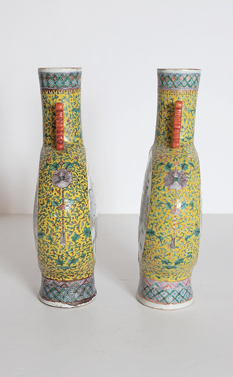 Chinese Export Pair of Chinese Porcelain Moon Flask Vases For Sale