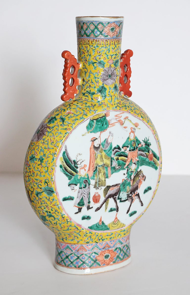 19th Century Pair of Chinese Porcelain Moon Flask Vases For Sale