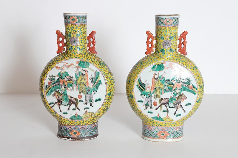 Pair of Chinese Porcelain Moon Flask Vases For Sale 1