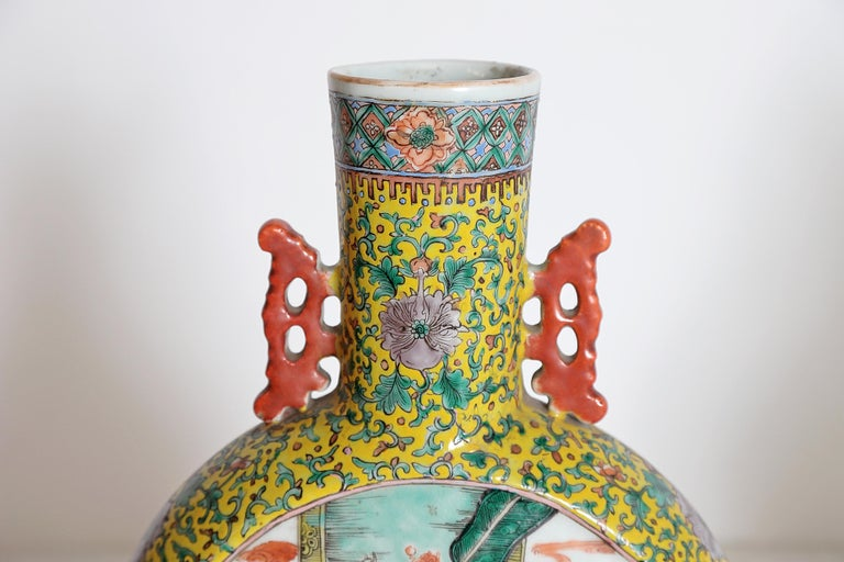 Pair of Chinese Porcelain Moon Flask Vases For Sale 3