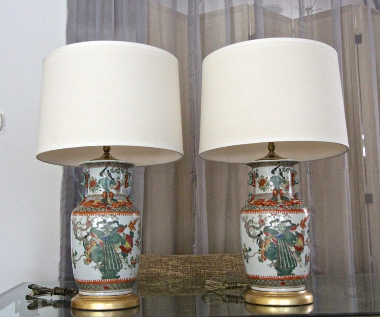 Pair of Chinese Rose Canton Peacocks Porcelain Vase Table Lamps For Sale 15