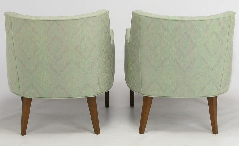 Pair of Curved Back Club Chairs with Button Tufted Upholstery In Good Condition For Sale In Chicago, IL