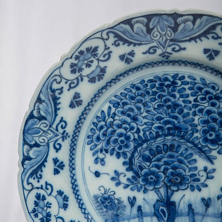 Pair of Delft Blue and White Chargers in the Theeboom Pattern Made circa 1770 In Excellent Condition For Sale In New York, NY