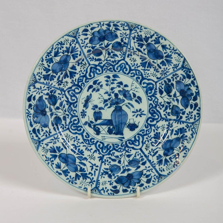 Hand-Painted Pair of Dutch Delft Blue and White Pancake Plates Made 1705-1725 For Sale