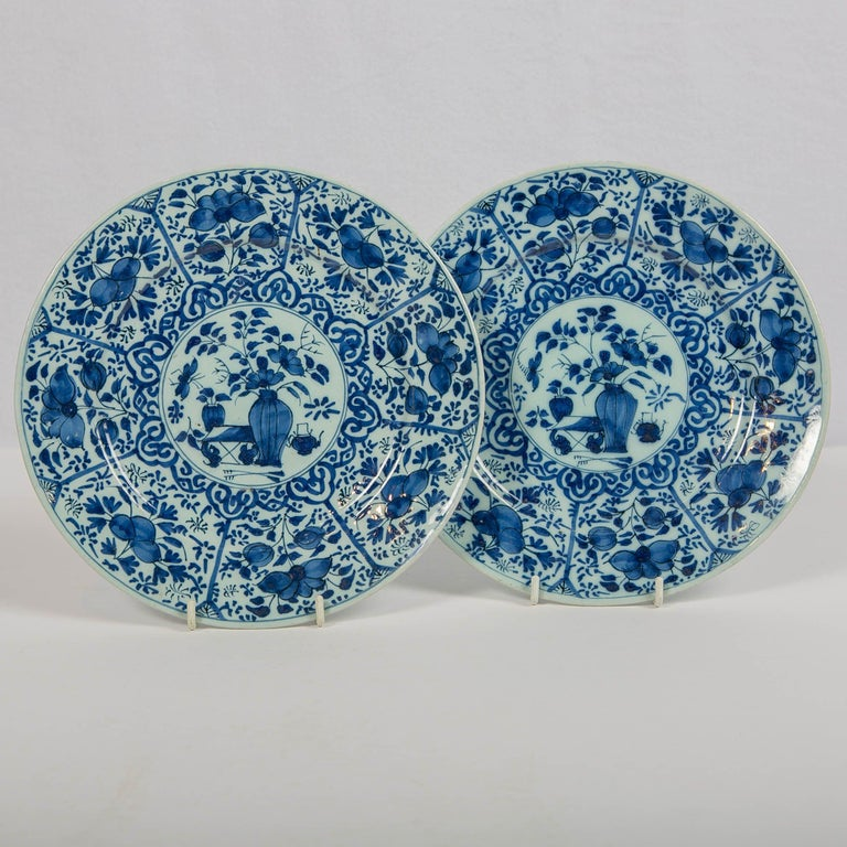 Pair of Dutch Delft Blue and White Pancake Plates Made 1705-1725 In Excellent Condition For Sale In New York, NY