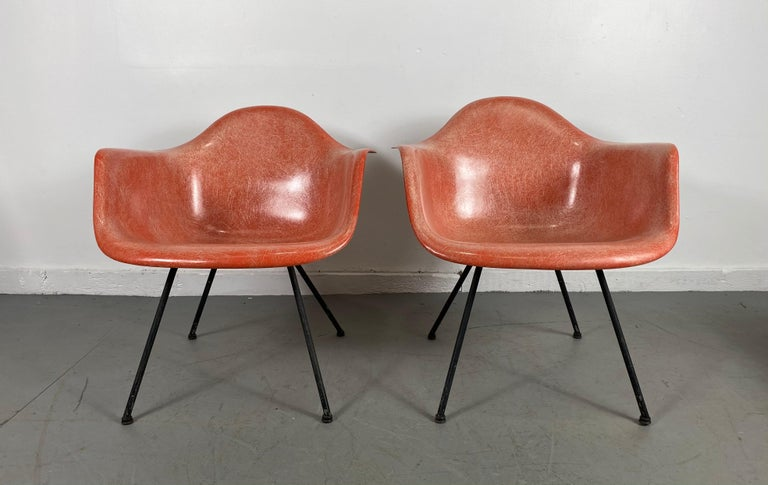 Mid-Century Modern Pair of Early Charles Eames LAX Armshell, 'Lounge Chairs X BASE' For Sale
