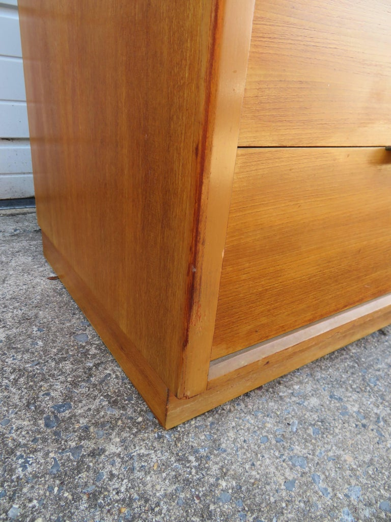 Pair of Edward Wormley Precedent Bachelor Chest Dressers, Mid-Century Modern For Sale 3