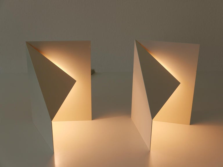 Pair of Elegant Mid-Century Modern Origami Design Side Table Lamps, 1970s For Sale 3