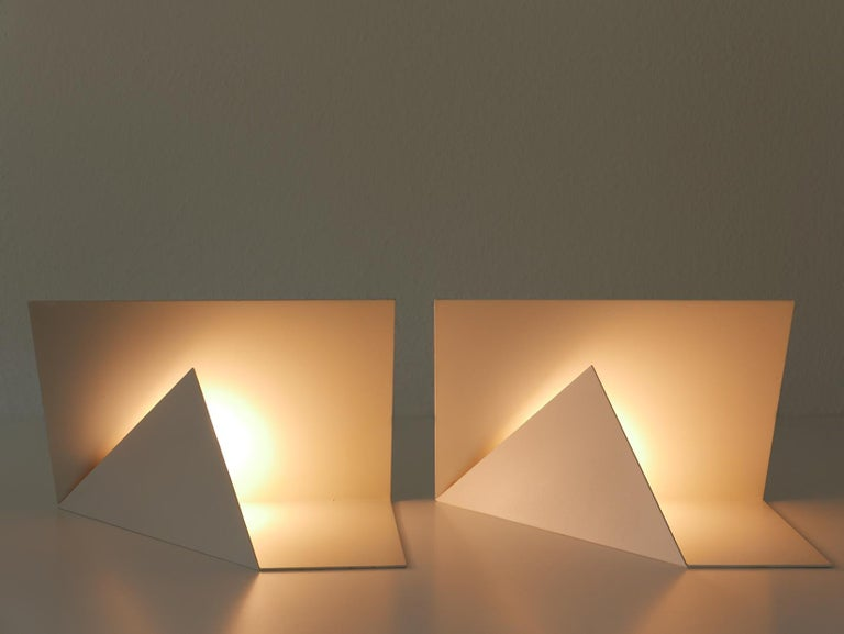 Pair of Elegant Mid-Century Modern Origami Design Side Table Lamps, 1970s For Sale 7