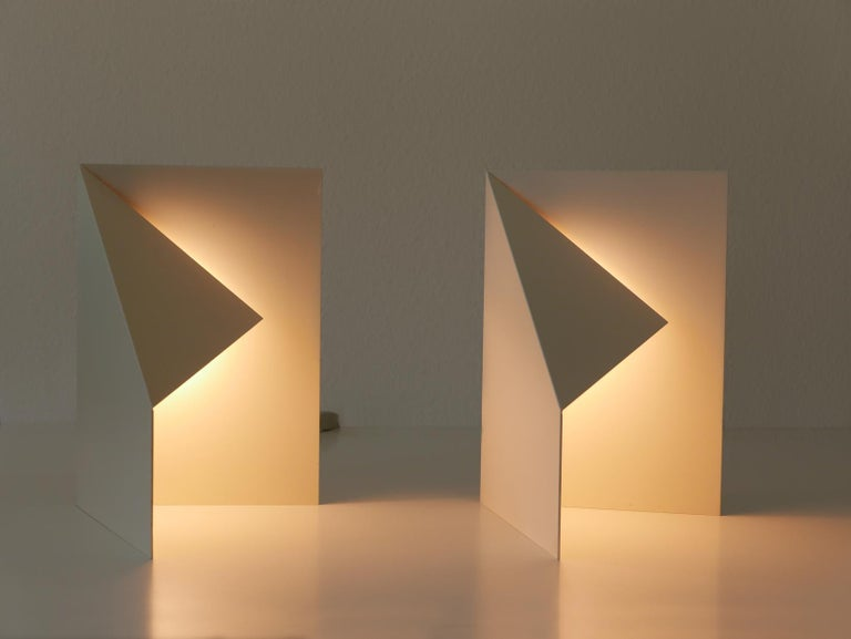 Late 20th Century Pair of Elegant Mid-Century Modern Origami Design Side Table Lamps, 1970s For Sale