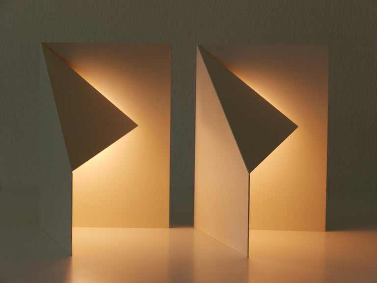 Pair of Elegant Mid-Century Modern Origami Design Side Table Lamps, 1970s For Sale 1
