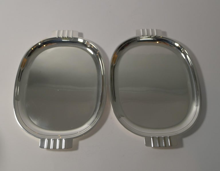 Pair of English Art Deco Silver Plated Serving / Cocktail Trays, circa 1940 In Good Condition For Sale In London, GB