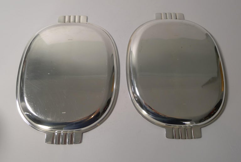Mid-20th Century Pair of English Art Deco Silver Plated Serving / Cocktail Trays, circa 1940 For Sale