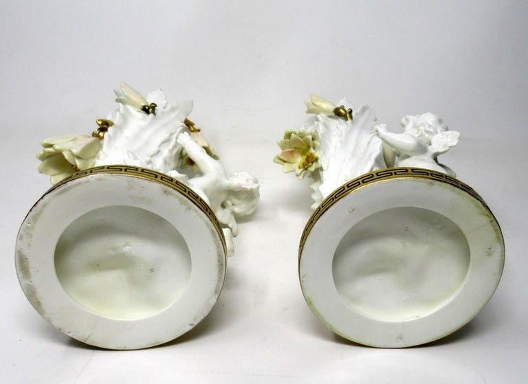 Pair of English Moore Brothers Porcelain Cream Gilt Cherub Vases Centerpieces For Sale 4