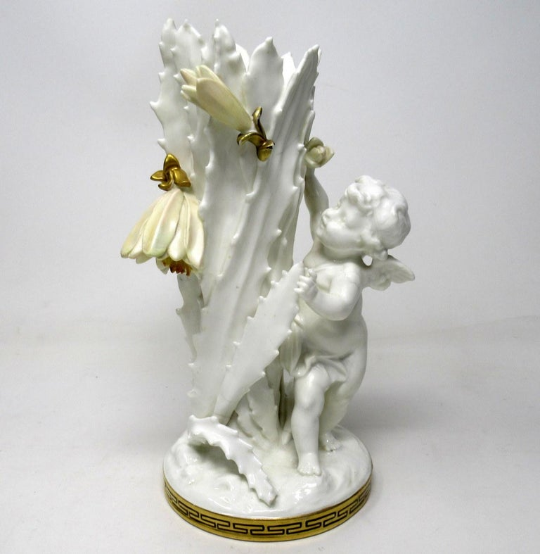 Late 19th Century Pair of English Moore Brothers Porcelain Cream Gilt Cherub Vases Centerpieces For Sale