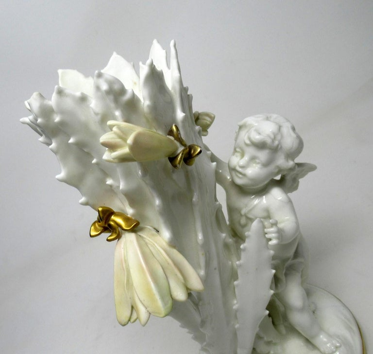 Pair of English Moore Brothers Porcelain Cream Gilt Cherub Vases Centerpieces For Sale 1