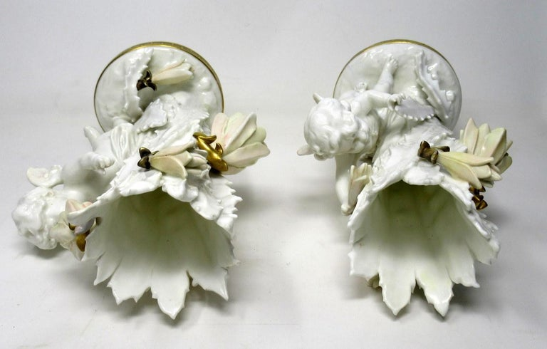 Pair of English Moore Brothers Porcelain Cream Gilt Cherub Vases Centerpieces For Sale 2