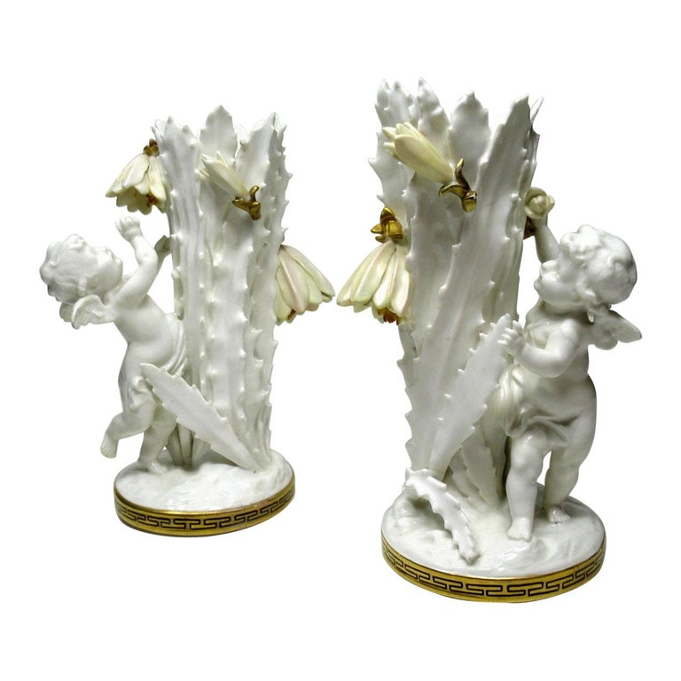 Pair of English Moore Brothers Porcelain Cream Gilt Cherub Vases Centerpieces For Sale