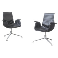 Pair of FK 6725 Tulip Chairs by Fabricius & Kastholm Kill International
