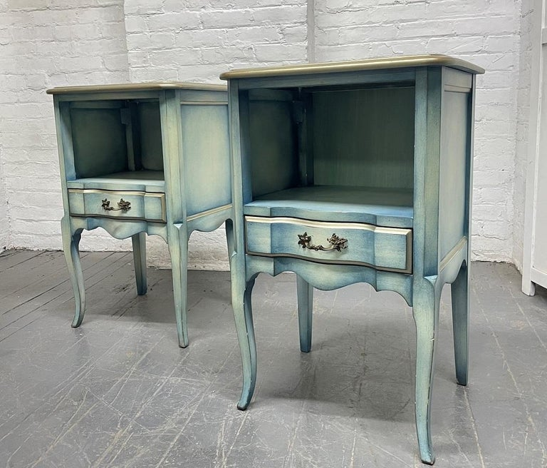Pair French Antique Style Painted Nightstands In Good Condition For Sale In New York, NY