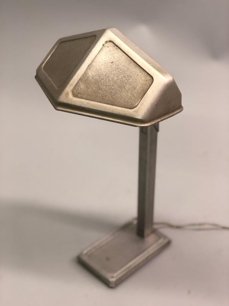 Pair of French Early Modern Adjustable Aluminum Table/Desk Lamps by Pirette 1930 In Good Condition For Sale In New York, NY