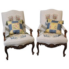 Pair of French Louis XV Carved Gilded Walnut Fauteuills Armchairs, circa 1970