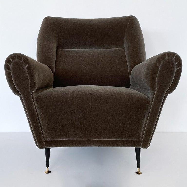 Mid-Century Modern Pair Gigi Radice Italian Lounge Chairs in Mohair For Sale