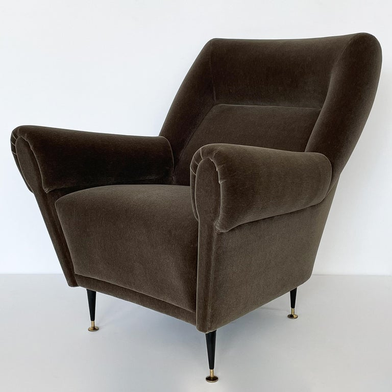 Pair Gigi Radice Italian Lounge Chairs in Mohair In Good Condition For Sale In Chicago, IL