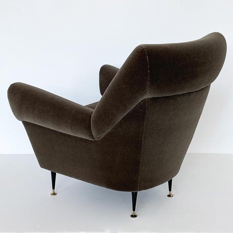 Pair Gigi Radice Italian Lounge Chairs in Mohair For Sale 2