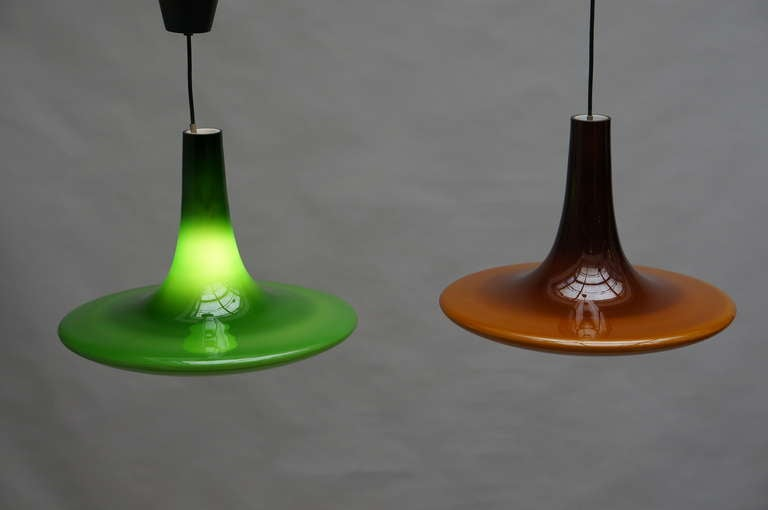 Four superb pendant lights in green and brown by the company of Peil and Putzler from Germany. The glass consists out of two layers. A white inner layer and a brown and green outside. The glass is from the island of Murano in Italy. When lit, the