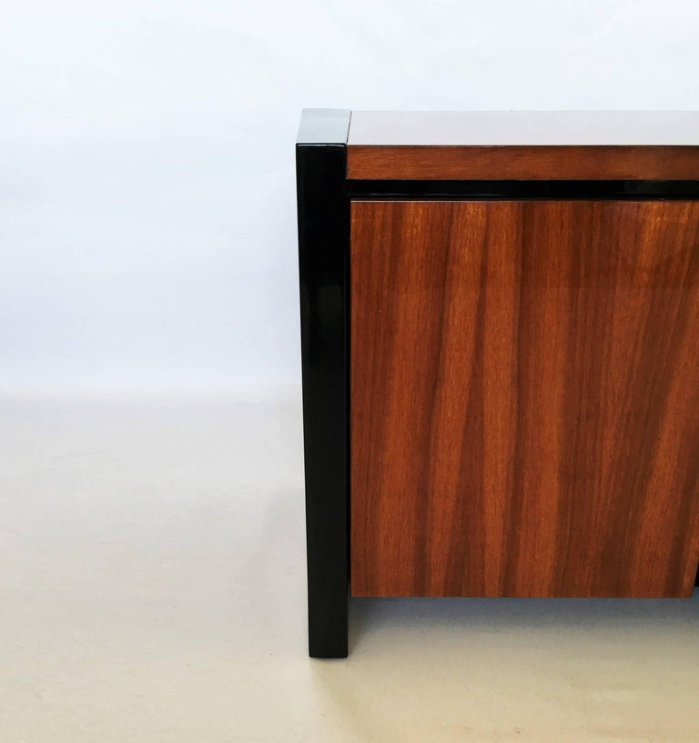 Mid-Century Modern Pair of Henredon Koa Wood and Black Lacquer Nightstands or Side Tables
