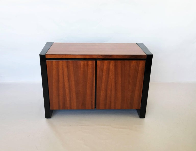 American Pair of Henredon Koa Wood and Black Lacquer Nightstands or Side Tables
