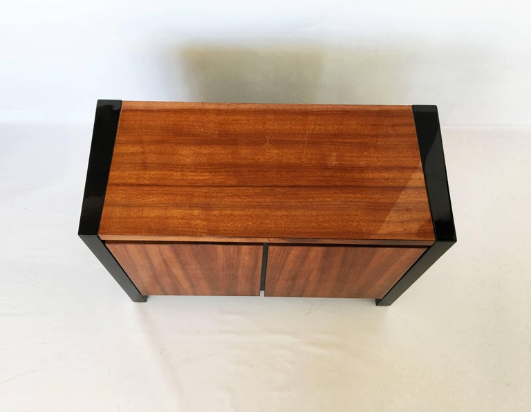 Lacquered Pair of Henredon Koa Wood and Black Lacquer Nightstands or Side Tables
