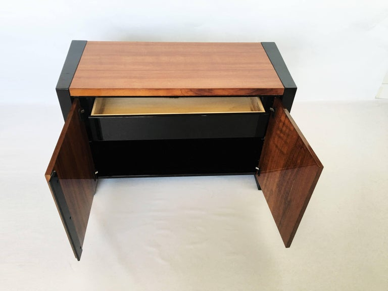 Late 20th Century Pair of Henredon Koa Wood and Black Lacquer Nightstands or Side Tables