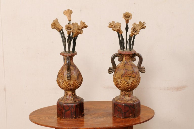 20th Century Pair of Italian Antique Carved-Wood Bouquet Urns with Polychrome Finish For Sale