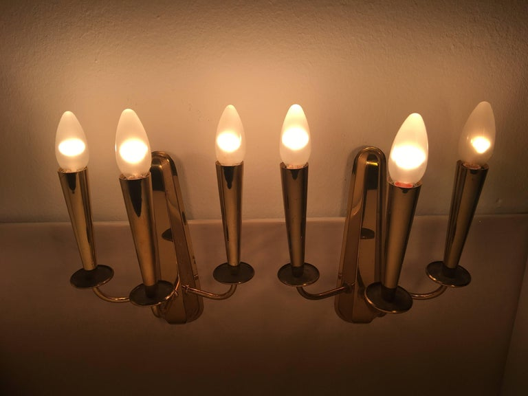 Mid-20th Century Pair of Italian Brass Sconces Attributed to Stilnovo For Sale