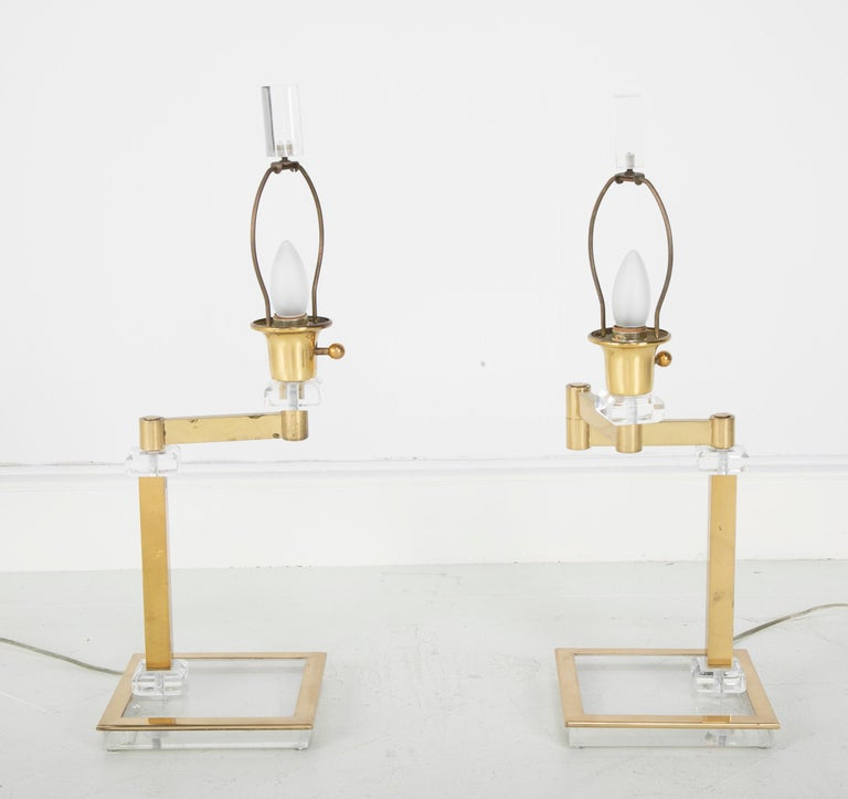 Mid-Century Modern Pair of Italian Midcentury Lucite and Brass Adjustable Swing Lamps For Sale