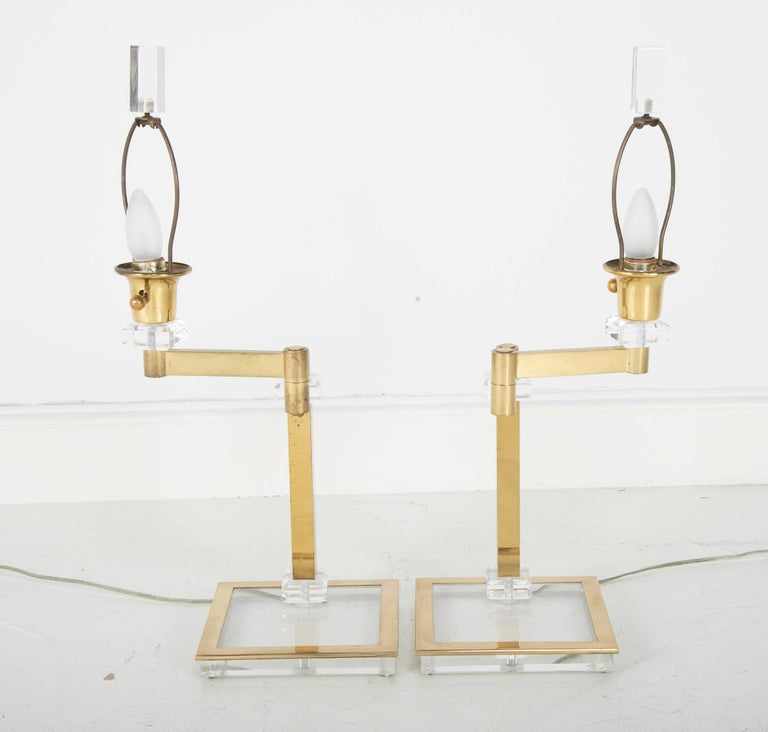 Pair of Italian Midcentury Lucite and Brass Adjustable Swing Lamps For Sale 1